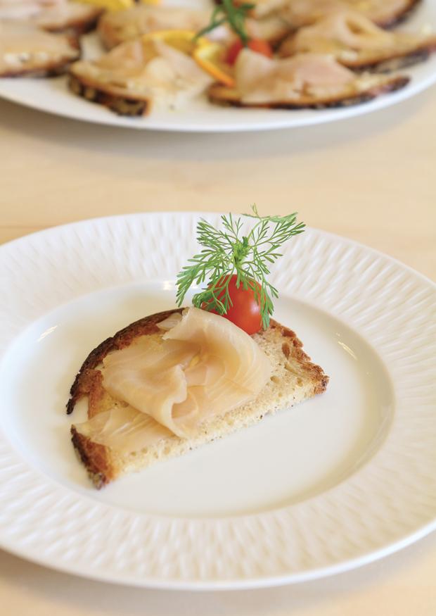 esturgeon fum froid sturia au beurre de gingembre dans les coulisses du caviar. Black Bedroom Furniture Sets. Home Design Ideas