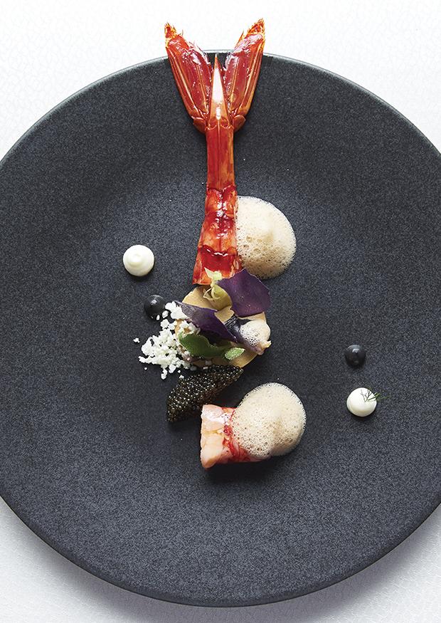 Carabineiro du sud du Portugal, royale de choux fleur, caviar Sturia Vintage et jus de crustacés crémé