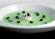 Caviar Sturia Primeur en gelée de pomme verte, oeuf de caille, chou-fleur, spaghetti croquants et shiso