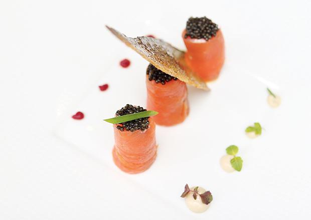 Bouchons de caviar au saumon mariné